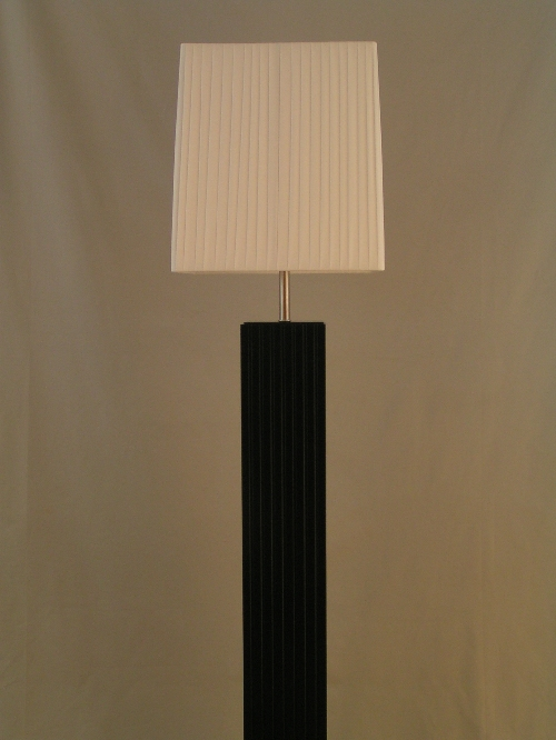 leuchten und lampen stehleuchte stoffschirm wei holz schwarz moderne. Black Bedroom Furniture Sets. Home Design Ideas